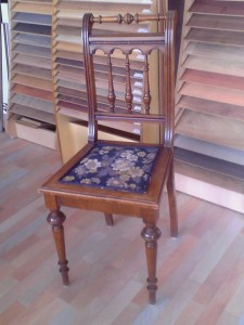 Reproducción silla antigua